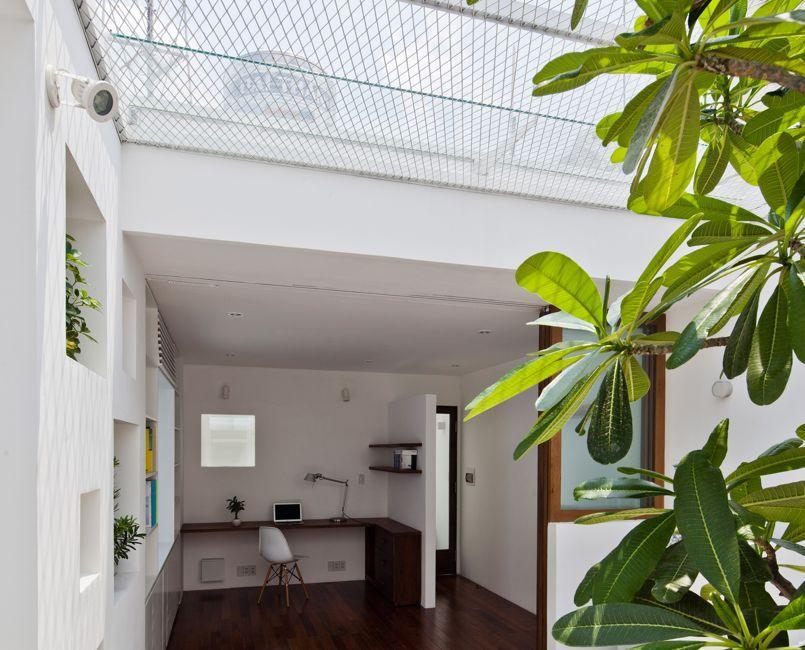 une maison grillag e pour laisser passer la lumi re. Black Bedroom Furniture Sets. Home Design Ideas