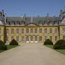 Jean-Louis Remilleux, producteur d'émissions et ancien grand reporter au                  <i>Figaro Magazine</i> restaure depuis 2 ans le château de Digoine, en Bourgogne.