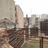 AVANT. Voilà l'envers du décor. Les travaux du Mama Shelter débutent. Pour construire à  terme 120 chambres dont certaines donneront sur cet espace.