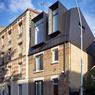 <b>APRÈS.</b> À Montrouge (Hauts-de-Seine), le cabinet Overcode a surélevé cette maison au maximum en reprenant la grande hauteur sous plafonds des autres étages et en adoptant une toiture inclinée.
