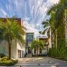 Entièrement rénovée par un célèbre cabinet d'architecture la villa Venetian offre une superficie de près de 750 mètres carrés.