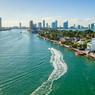 La villa Venitian se situe sur l'ile San Marco au milieu de Venitian way, route qui relie Miami Beach à la ville.