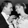 Le Prince Rainier III de Monaco et Grace Kelly lors du vin d'honneur de leurs fiançailles le 6 janvier 1956 à l'hôtel.