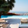 Pour les «petits» budgets, mais qui ne souhaitent pas lésiner sur la vue: cette villa contemporaine est accessible pendant le festival pour... 32.000 euros la semaine.