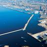 La halle J1 offre une vue imprenable sur la Méditerranée, la rade et le cœur historique de Marseille