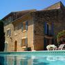 Une villa de 420 m² pouvant accueillir jusqu'à 15 personnes en Provence