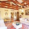 Cet appartement de 80 m² à quelques minutes de la place Saint-Marc dispose d'une chambre et est à vendre pour 980.000 euros.