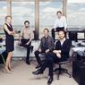 Les associés de la Nouvelle AOM dans le bureau loué au 44e étage de la Tour Montparnasse pour concevoir le projet. De gauche à droite Pascale Dalix, Franklin Azzi, Mathurin Hardel, Cyrille Le Bihan et Frédéric Chartier.