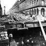 En 1899, progression des travaux dans la rue de Rivoli au niveau du Louvre, des Arcades et du Palais Royal.