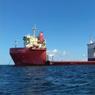 Il a fallu acheminer à Marseille l'immense «caissonnier» Marco Polo, depuis la Pologne. Une véritable usine flottante de 4600 tonnes.