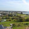 Les environs du phare avec vue sur Port Louis.