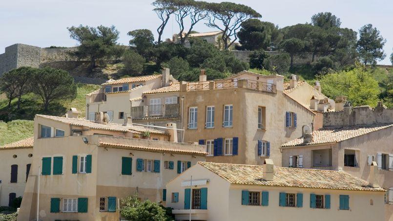 Compter plus de 820.000 euros pour un 3 pièces neuf à Saint-Tropez. Crédit: Lilly3/iStock