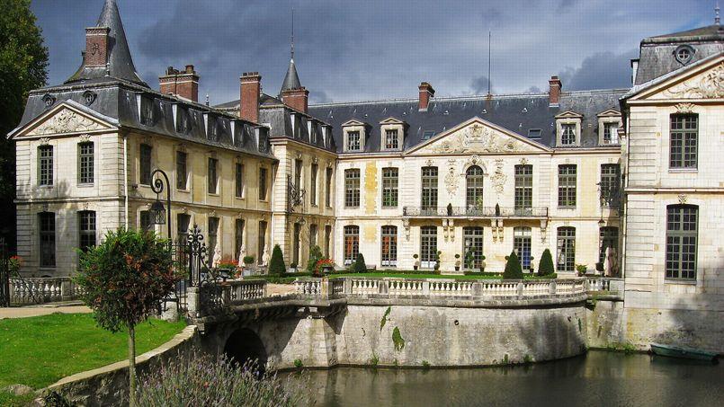 Le château du film  <i>Les Visiteurs</i>.