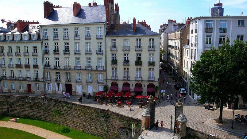 Entrée du quartier du vieux Bouffay, à Nantes, vue du château des Ducs de Bretagne. Crédit: Arlenz Chen (Flickr).