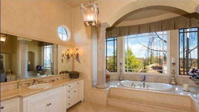 britney spears s offre un ch teau hollywoodien pour 7 millions de dollars. Black Bedroom Furniture Sets. Home Design Ideas