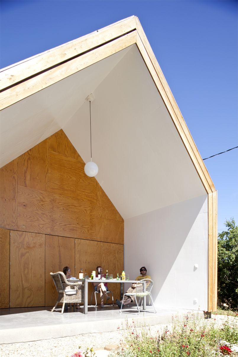 Une maison en bois qui cr e des jeux de lumi re graphiques for Cree des maison