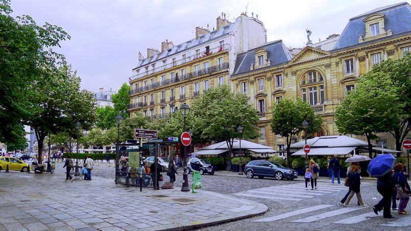 La place Saint-Germain-des-Prés. Crédit: Wikimedia.