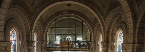 Visitez cette immense chapelle transformée en logement
