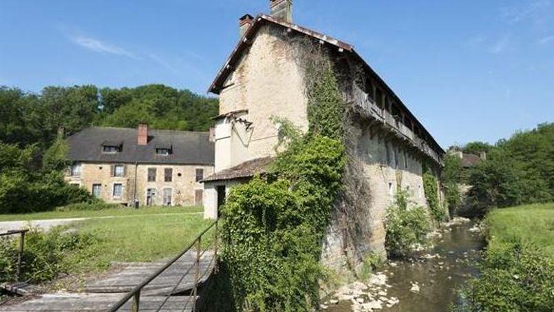 Un hameau typique du jura mis en vente aux ench res - Ancienne usine a vendre ...