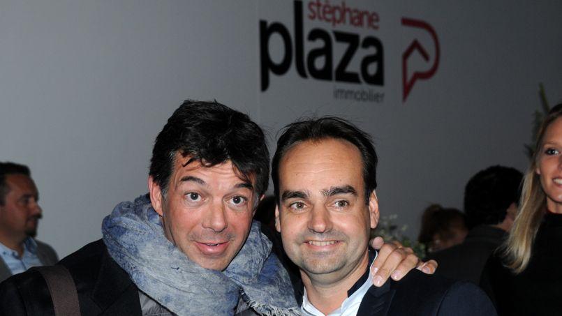 Le présentateur télé en compagnie de l'un de ses franchisés parisiens.