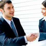 Les jeunes mettent près de six mois à décrocher leur premier emploi