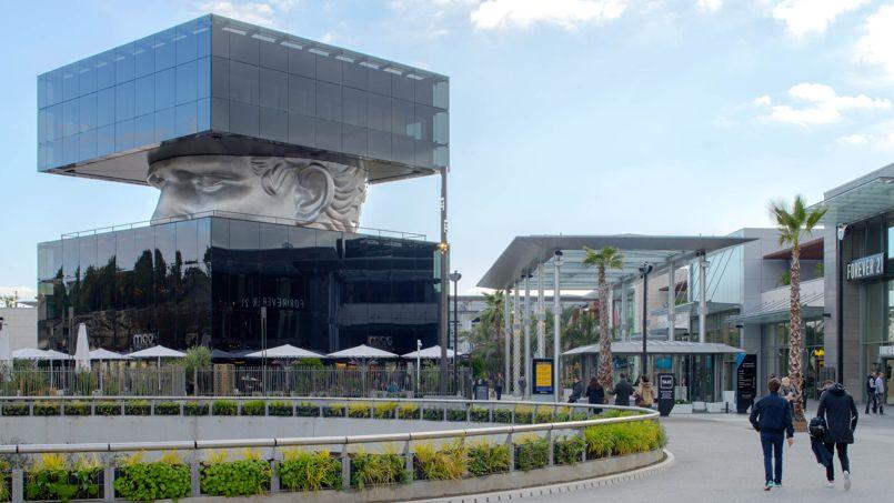 Le centre commercial du Polygone Riviera près de Nice abrite une sculpture de l'artiste Sosno. Elle porte le nom du «Guetteur». Crédit photo: K. Khalfi