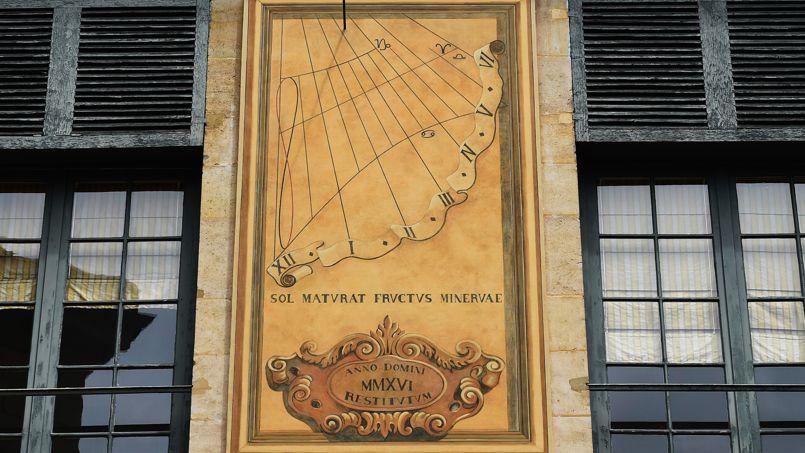 Le nouveau cadran solaire qui indique les heures de l'après-midi. Crédit photo: Brigitte Eymann - Académie des sciences