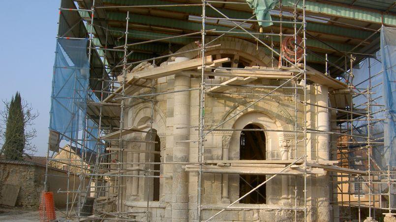 Après l'effondrement de la voûte, en 1830, l'église a été comblée par plus de 600 m3 de terre et ses murs ont été arasés.