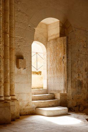 La porte du pilier sud de l'église.