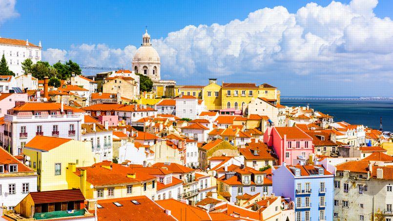 Cette vue et ce soleil pourraient coûter cher au propriétaire de la maison d'où est prise cette photo de Lisbonne.Crédit: Sean Pavone/Shutterstock