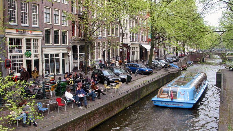 Très touristique, Amsterdam accueille chaque année 17 millions de voyageurs, pour 830.000 habitants.