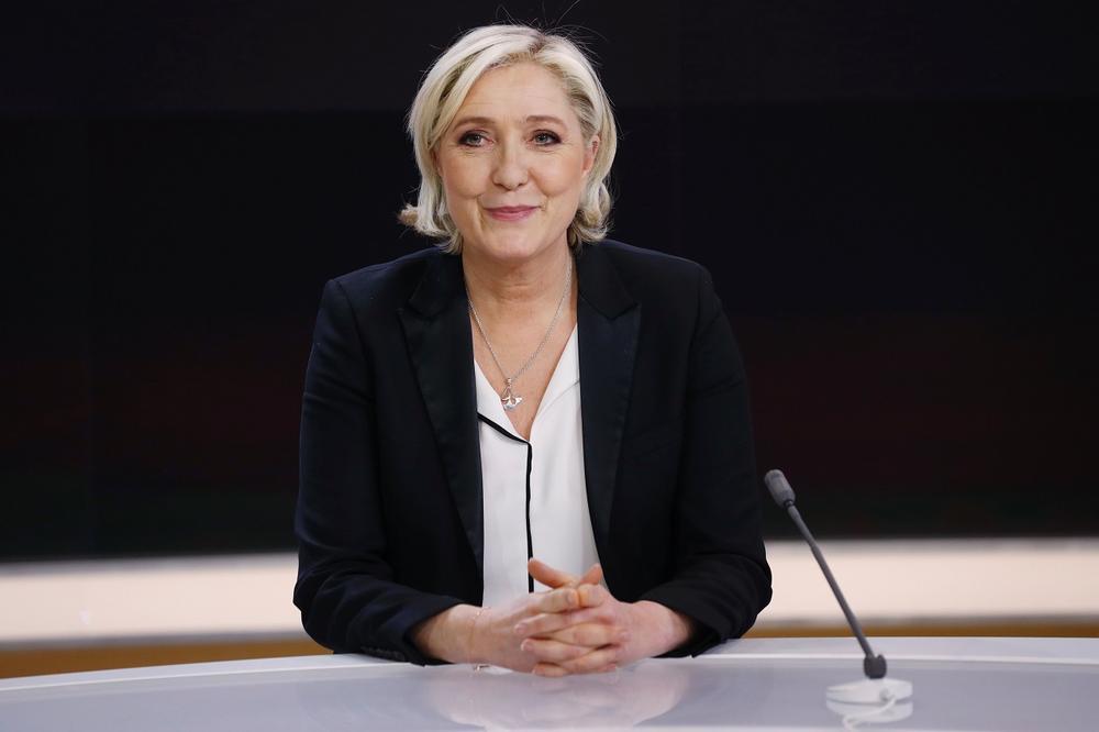 Marine Le Pen annonce être en contact avec des élus LR