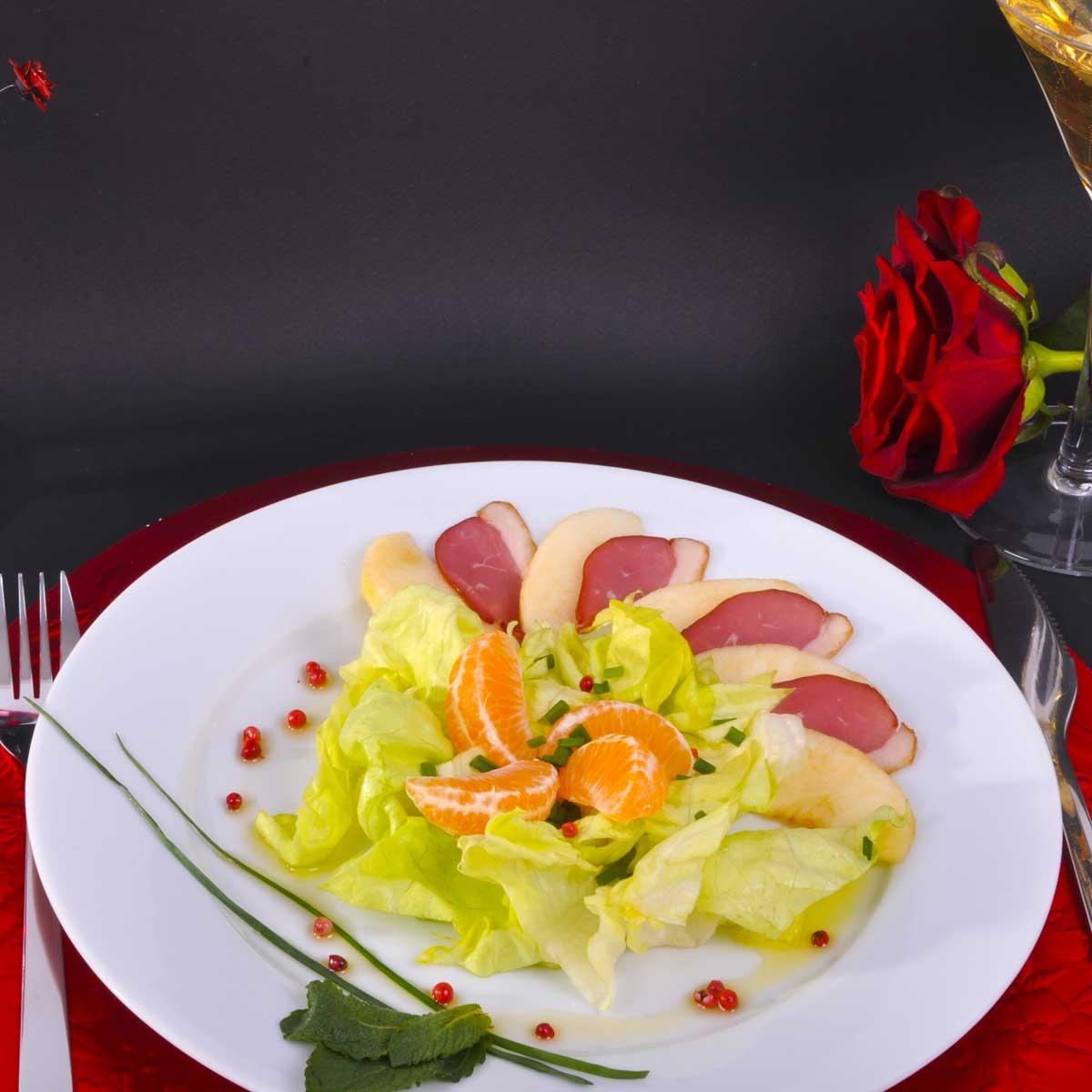 salade de pommes au magret de canard une recette entre amis cuisine le figaro madame