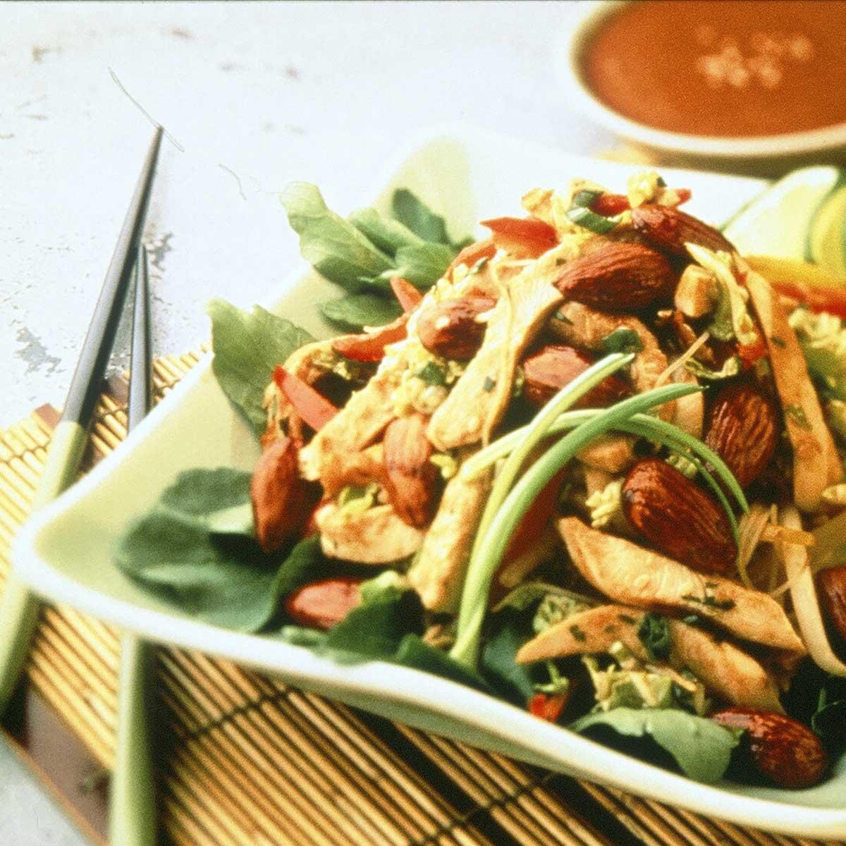 recette salade asiatique de poulet aux amandes cuisine. Black Bedroom Furniture Sets. Home Design Ideas