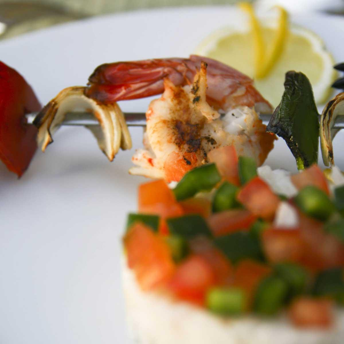 Recette brochettes de gambas grill es tandoori cuisine - Accompagnement gambas grillees ...