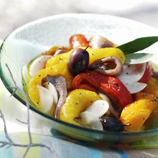 Salade de poivrons grill s anchois et ail une recette - Salade de poivrons grilles ...