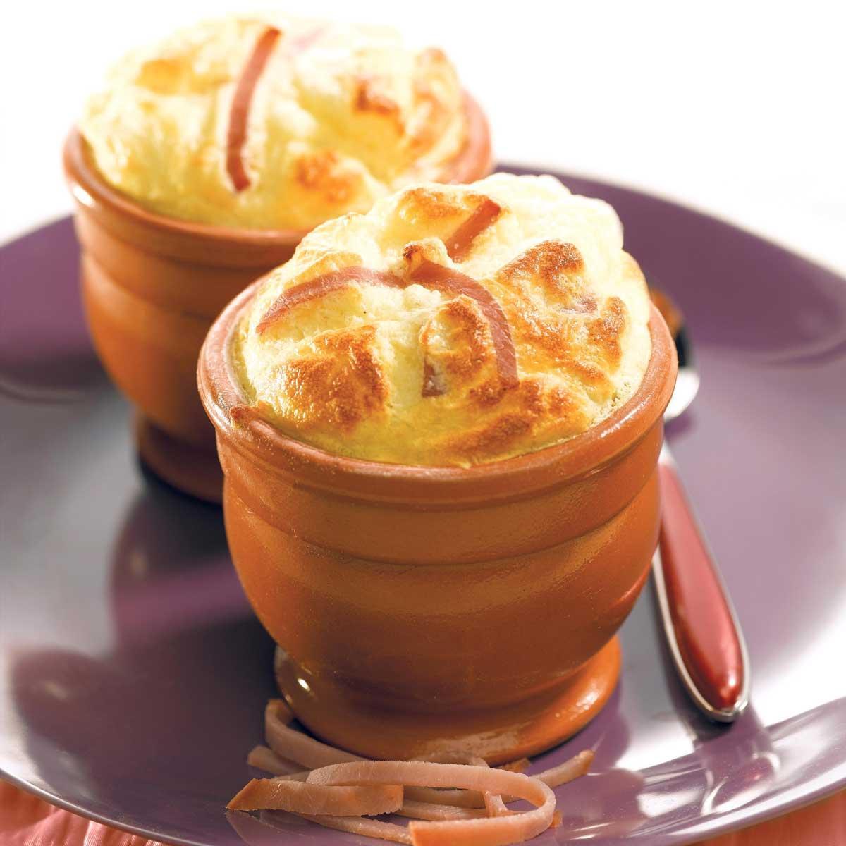 Recette soufflés au fromage et au bacon - Cuisine / Madame Figaro