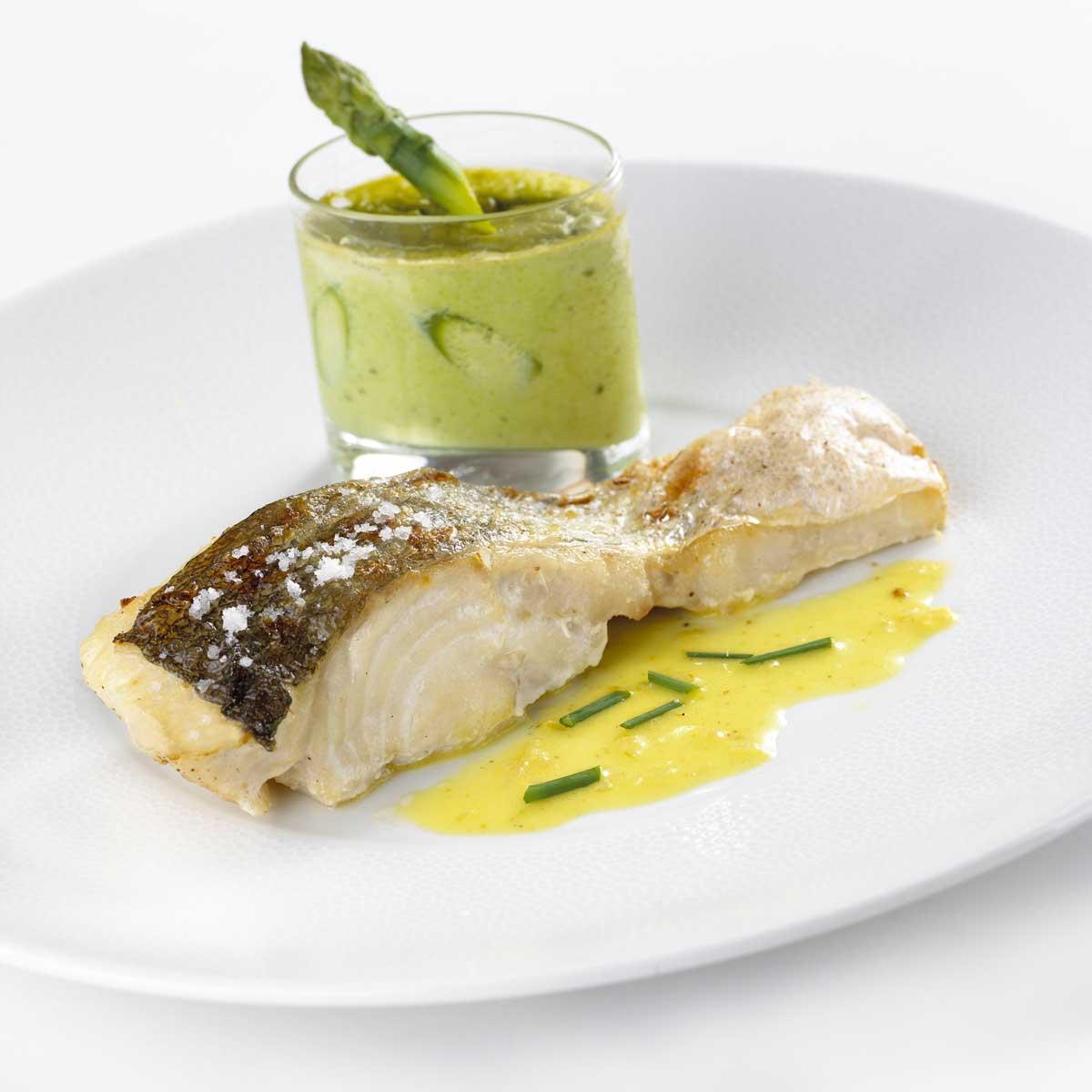Recette lieu jaune et flan d 39 asperges en verrine beurre de curry ciboulette cuisine madame - Comment cuisiner le lieu jaune ...