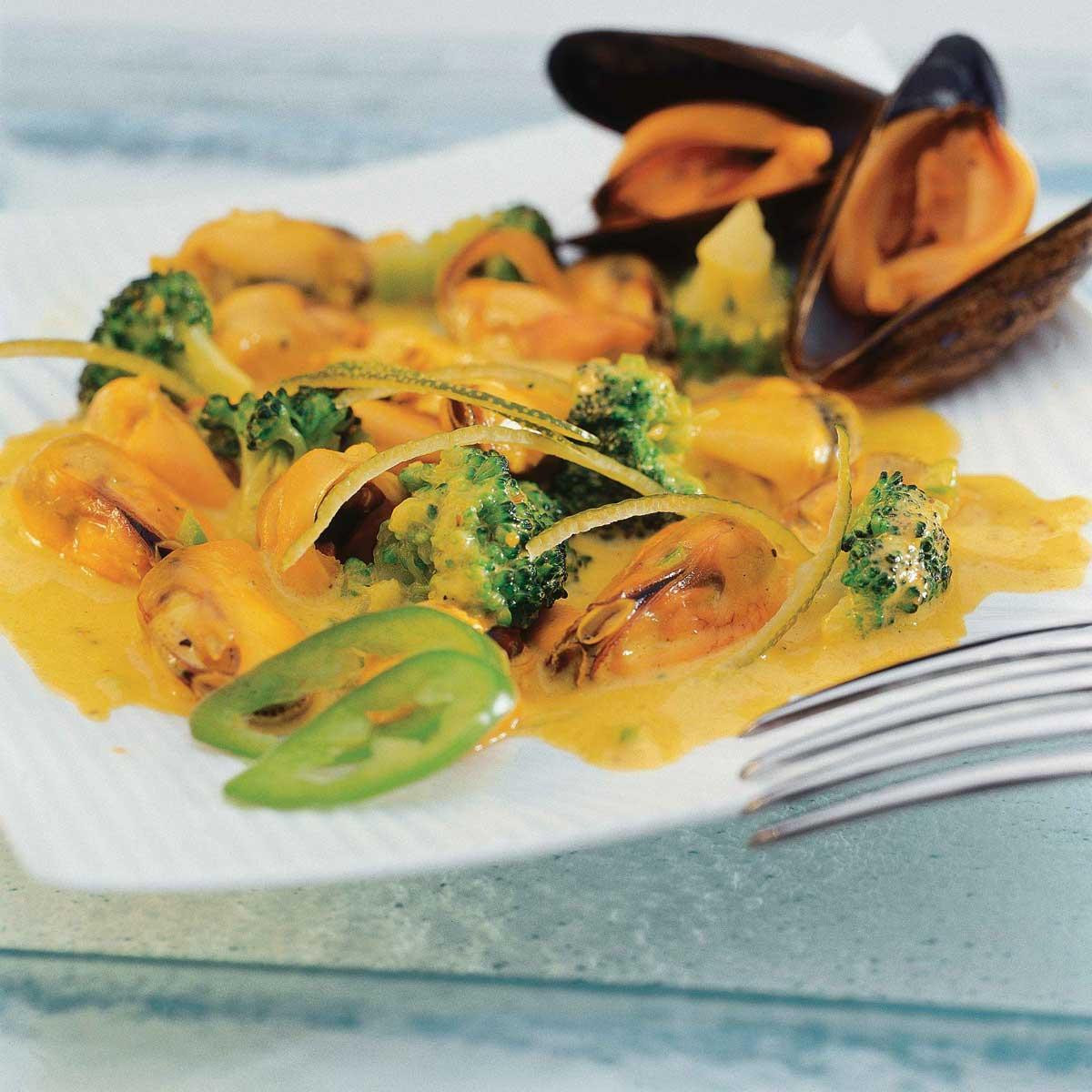 rago 251 t de moules au curry une recette exotique cuisine le figaro madame