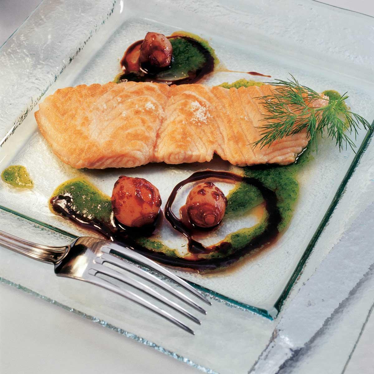 minute de saumon au petit pesto d aneth une recette week end cuisine le figaro madame