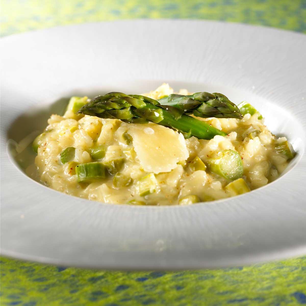 recette risotto d 39 asperges vertes cuisine madame figaro. Black Bedroom Furniture Sets. Home Design Ideas