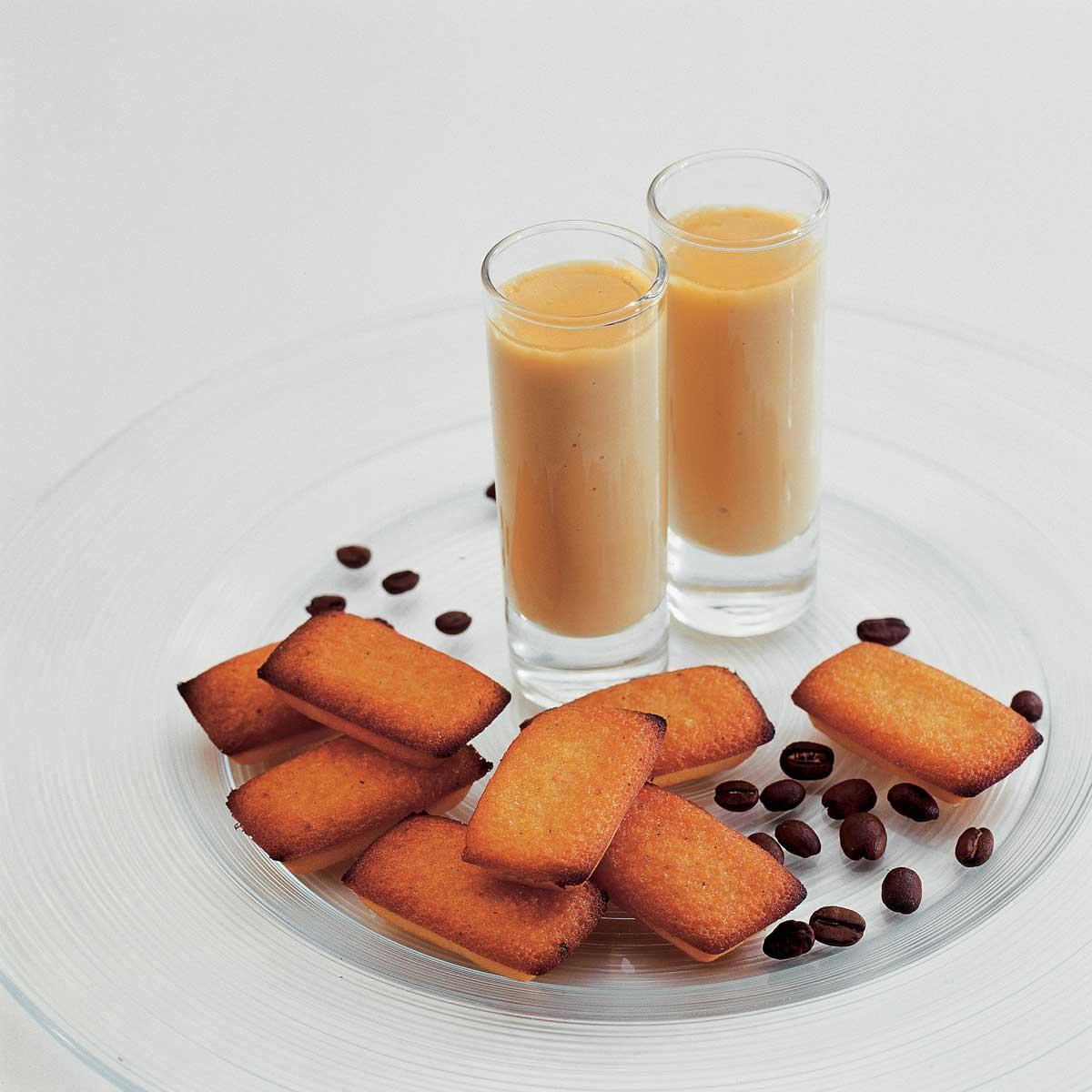 recette petits pots de cr me au caf et financiers cuisine madame figaro. Black Bedroom Furniture Sets. Home Design Ideas