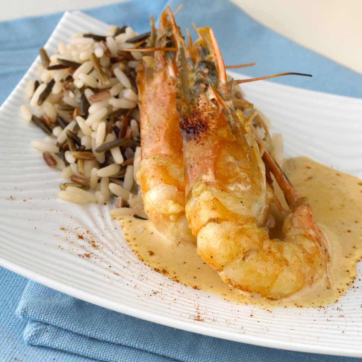 Recette gambas flamb es la cr me de paprika riz sauvage cuisine madame figaro - Accompagnement gambas grillees ...