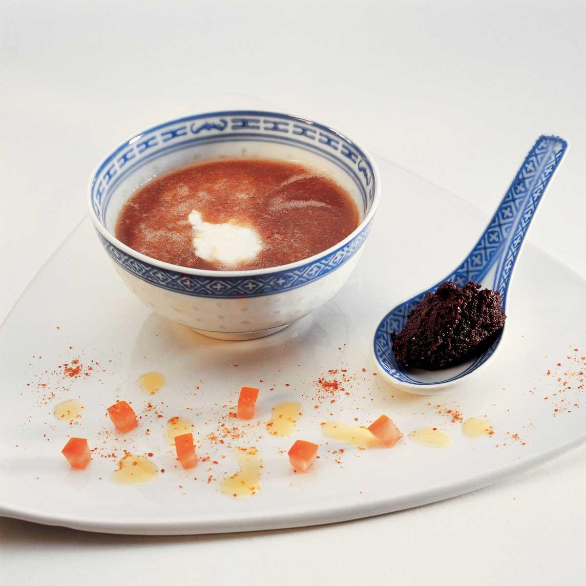 soupe de tomate froide au basilic une recette soupe cuisine le figaro madame. Black Bedroom Furniture Sets. Home Design Ideas
