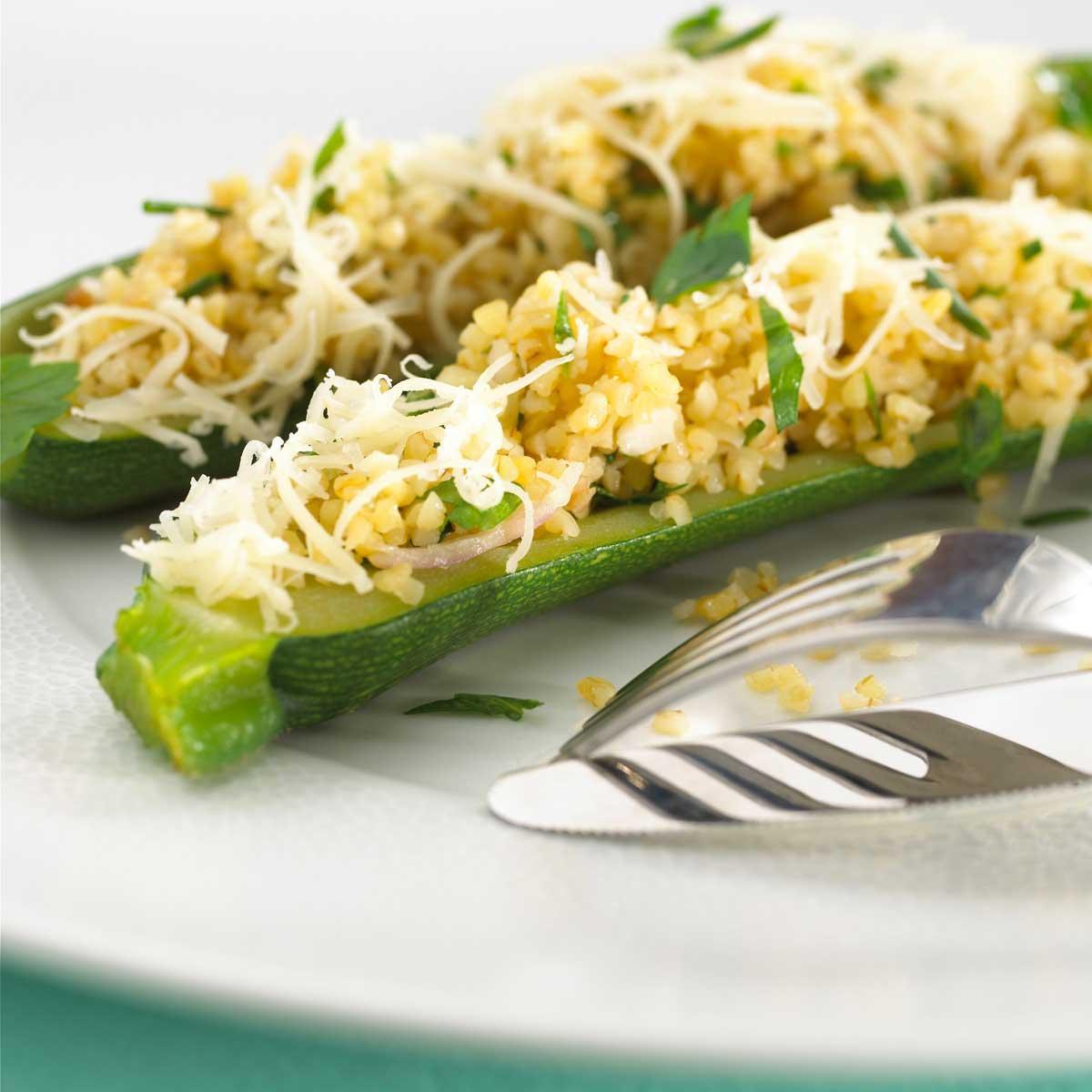 courgettes farcies au pil pil de bl 233 et beaufort une recette l 233 gumes cuisine le figaro madame