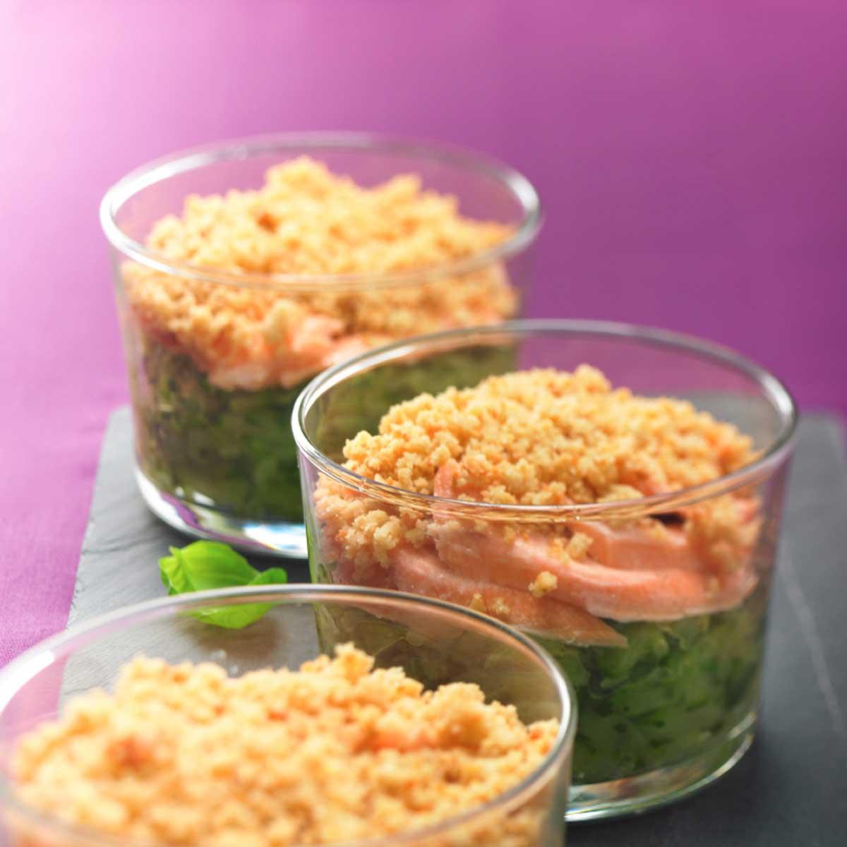 crumble de courgettes aux deux saumons une recette equilibr cuisine le figaro madame. Black Bedroom Furniture Sets. Home Design Ideas