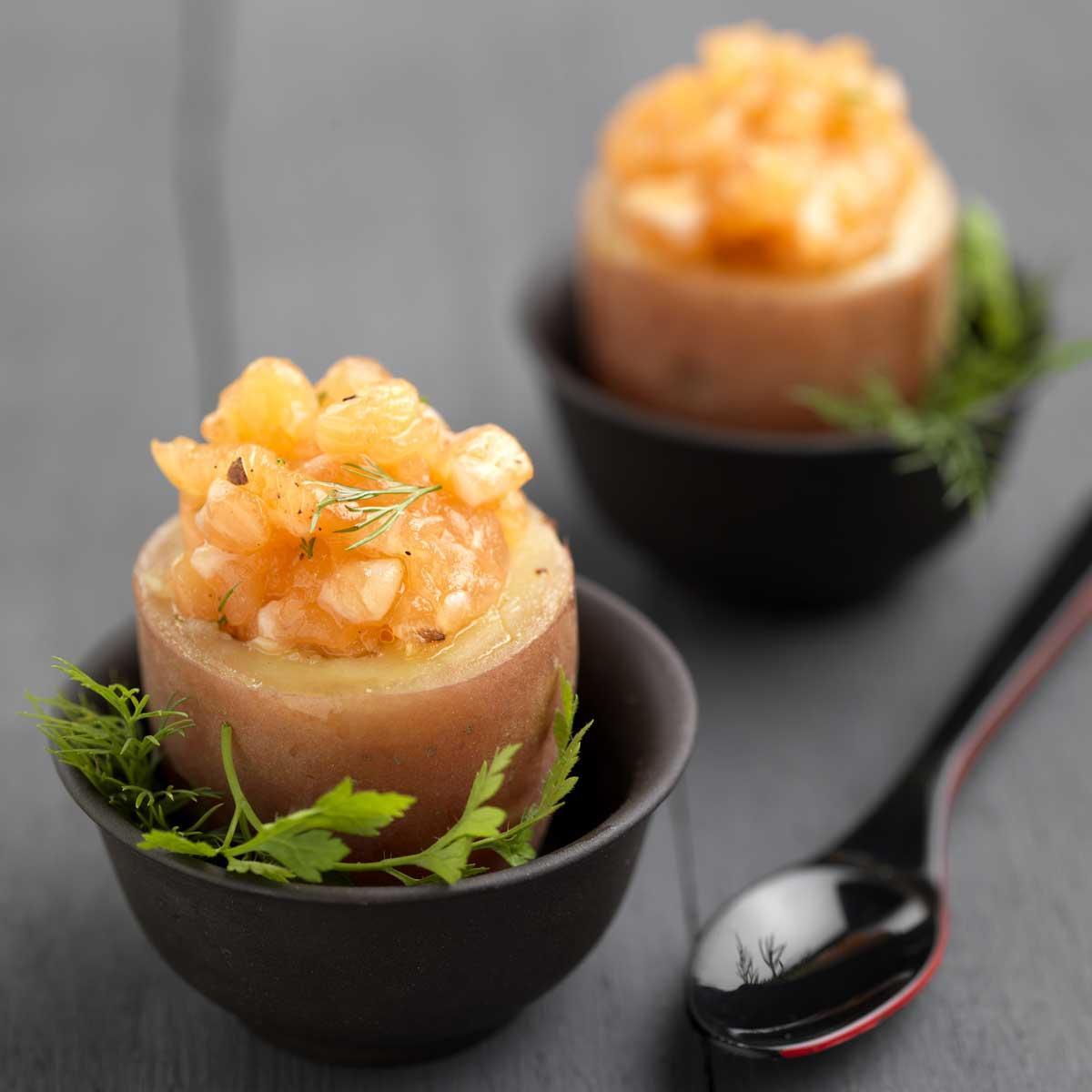Recette coquetier de pomme de terre au tartare de saumon - Recette entree paques ...