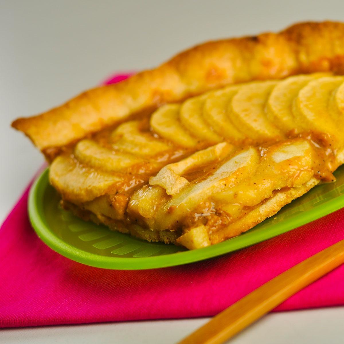tarte aux pommes et confiture de lait une recette dessert cuisine le figaro madame