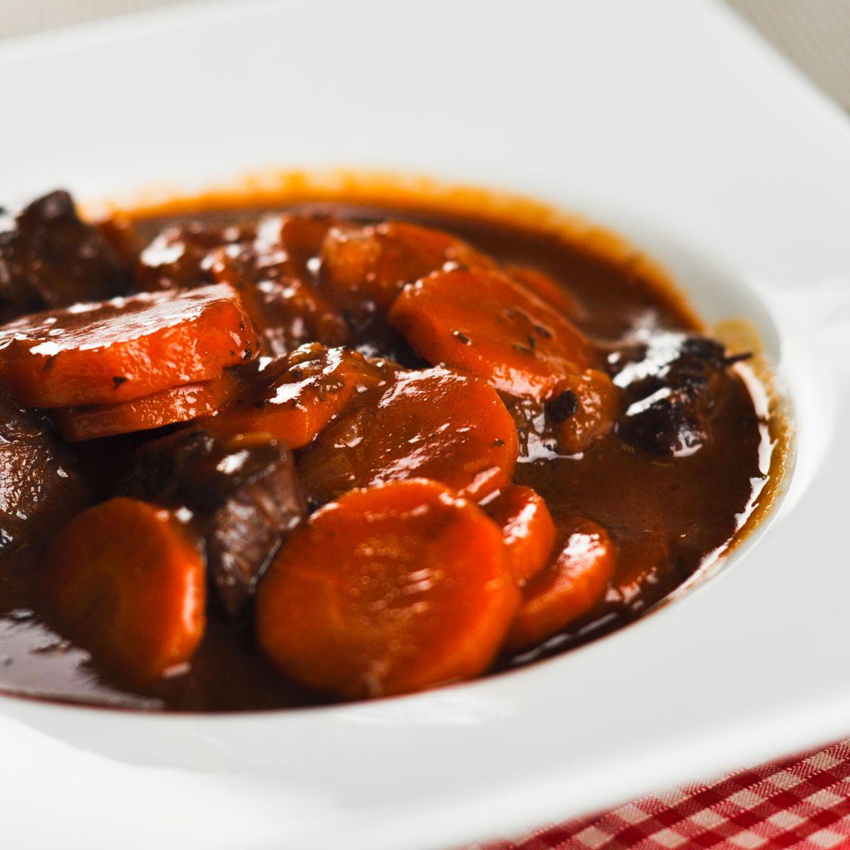 Recette daube de b uf aux carottes cuisine madame figaro - Comment cuisiner des flageolets ...