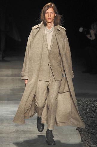Dior Homme collection automne-hiver 2010-2011. c68a65664e2